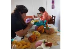 Alumnas trabajando en el workshop de Hadas de Fieltro